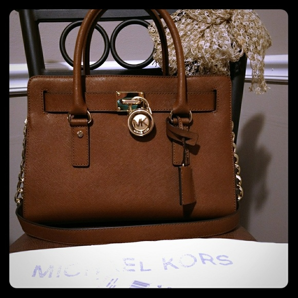 Michael Kors Handbags - Michael Kors Hamilton Purse